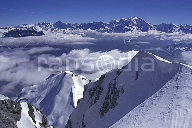 aa1150-18LE : Massif du Mont Blanc depuis la Pointe Percée, Haute-Savoie, Alpes.  Europe, CEE, ciel bleu, arête, sommet, panorama, C02, C01 moyenne montagne, nuage, paysage, Annecy 2018 (France).
