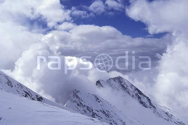 aa1154-29LE : Aiguilles du Mont depuis le Charvin, Haute-Savoie, Alpes.  Europe, CEE, ciel nuageux, arête, sommet, mauvais temps, C02, C01 moyenne montagne, nuage, paysage, Annecy 2018 (France).