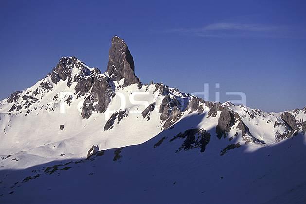aa1180-28LE : Pierra Menta, Col du Bresson depuis le Refuge de Presset , Beaufortin, Savoie, Alpes.  Europe, CEE, ciel bleu, pic, C02, C01 moyenne montagne, paysage (France).