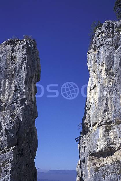 aa1247-19LE : Tours Saint Jacques, Haute-Savoie, Alpes.  Europe, CEE, falaise, pic rocheux, C02, C01 moyenne montagne, paysage, Annecy 2018 (France).