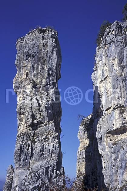 aa1247-30LE : Tours Saint Jacques, Haute-Savoie, Alpes.  Europe, CEE, falaise, mur, pic rocheux, C02, C01 moyenne montagne, paysage, Annecy 2018 (France).