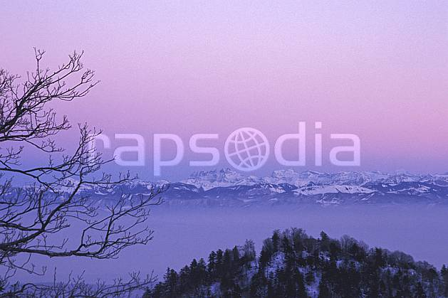 aa1249-08LE : Massif du Mont Blanc depuis le col de la Faucille, Haute-Savoie, Alpes.  Europe, CEE, brouillard, coucher de soleil, espace, pureté, panorama, C02, C01 arbre, forêt, moyenne montagne, paysage, Annecy 2018 (France).