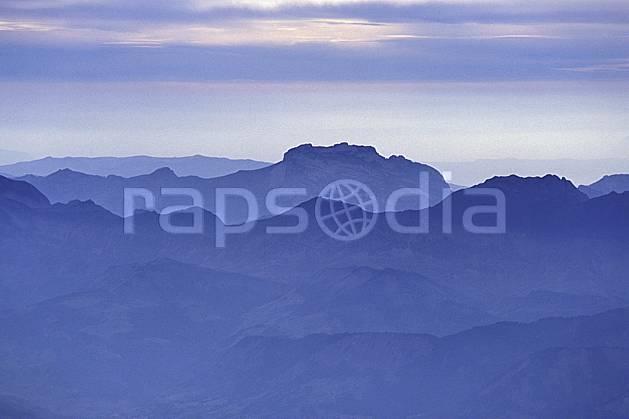 aa1300-13LE : Montagnes dans la brume, Isère, Alpes.  Europe, CEE, brouillard, ciel voilé, panorama, C02, C01 moyenne montagne, paysage (France).