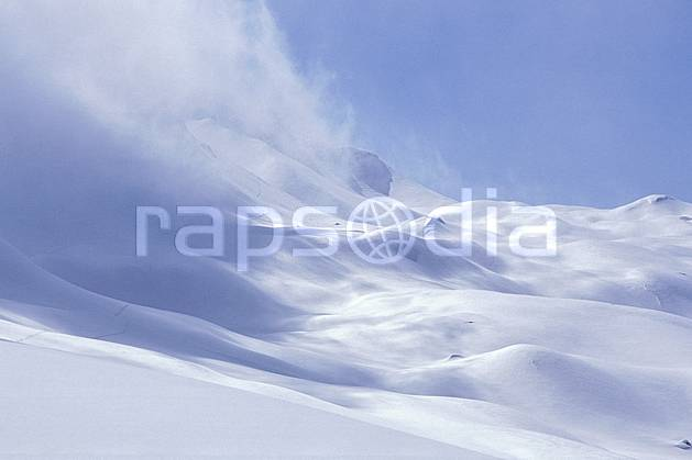 aa2026-35LE : Beaufortin, Savoie, Alpes.  Europe, CEE, ciel bleu, brouillard, C02, C01 moyenne montagne, nuage, paysage (France).