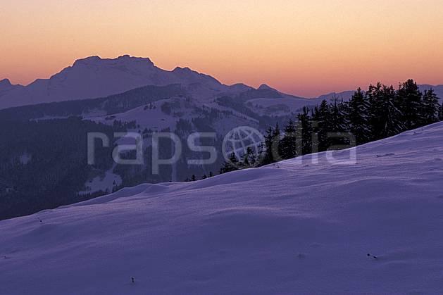 aa2106-08LE : Tournette et plateau de Beauregard, Haute-Savoie, Alpes.  Europe, CEE, coucher de soleil, sapin, C02, C01 moyenne montagne, paysage, Annecy 2018 (France).