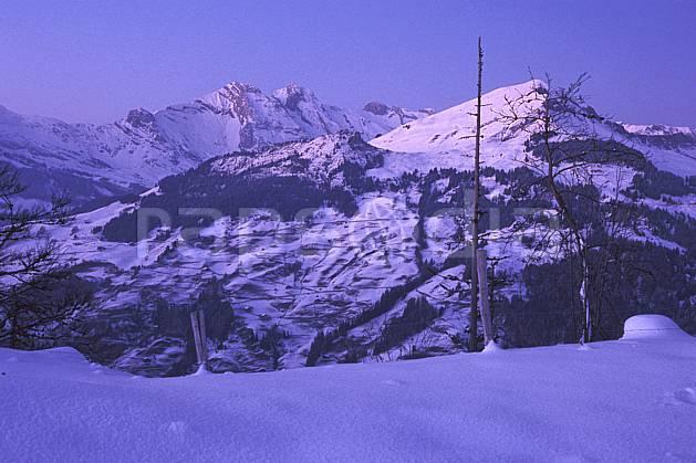 aa2106-33LE : Grand Bornand et Mont Lachat, Aravis, Haute-Savoie, Alpes.  Europe, CEE, ciel bleu, coucher de soleil, C02, C01 moyenne montagne, paysage, Annecy 2018 (France).