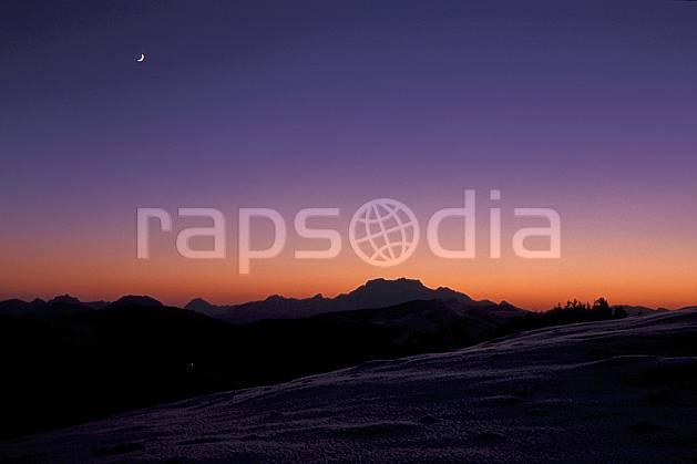 aa2106-34LE : Massif de la Tournette, Haute-Savoie, Alpes.  Europe, CEE, coucher de soleil, espace, pureté, C02, C01 lune, moyenne montagne, paysage, textures et fonds, Annecy 2018 (France).