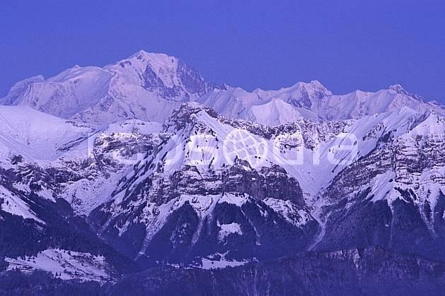 aa2109-25LE : La Beccaz, Crêt des Mouches, Mont Blanc depuis le Semnoz, Haute-Savoie, Alpes.  Europe, CEE, ciel bleu, coucher de soleil, C02, C01 moyenne montagne, paysage, Annecy 2018 (France).