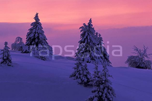 aa2120-31LE : Coucher de soleil, Le Semnoz, Haute-Savoie, Alpes.  Europe, CEE, coucher de soleil, sapin, C02, C01 arbre, moyenne montagne, nuage, paysage, Annecy 2018 (France).