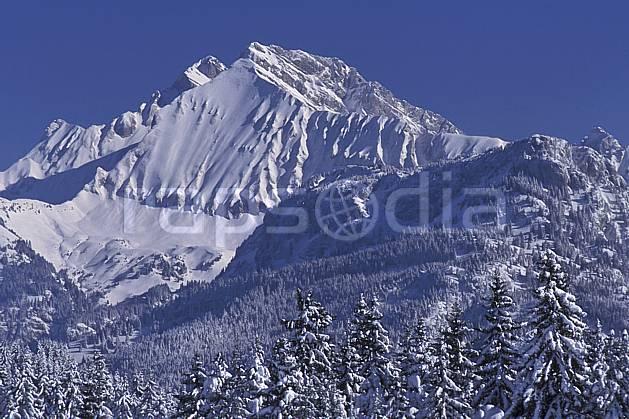 aa2131-10LE : Jallouvre face nord/ouest depuis le plateau des Glières, Haute-Savoie, Alpes.  Europe, CEE, ciel bleu, sapin, C02, C01 arbre, forêt, moyenne montagne, paysage, Annecy 2018 (France).