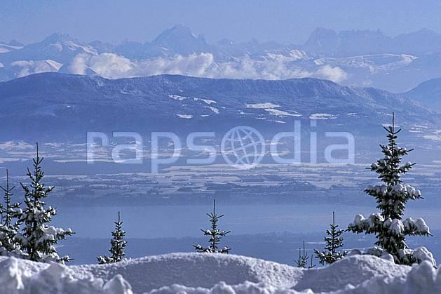 aa2333-15LE : Lac Léman et massif du Mont Blanc depuis le col de la Faucille, Haute-Savoie, Alpes.  Europe, CEE, panorama, chaine de montagnes, C02, C01 arbre, lac, moyenne montagne, paysage, Annecy 2018 (France).