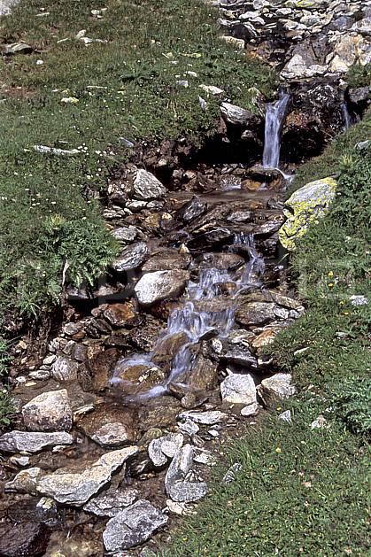 aa2507-29LE : Ruisseau, Tré la Tête, Haute-Savoie, Alpes.  Europe, CEE, herbe, C02, C01 cascade, moyenne montagne, paysage, rivière, Annecy 2018 (France).