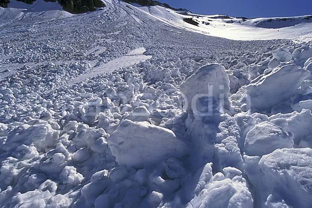 aa2736-04LE : Avalanche, Les Arcs, Savoie, Alpes.  Europe, CEE, avalanche, ciel bleu, risque, C02, C01 gros plan, moyenne montagne, paysage (France).