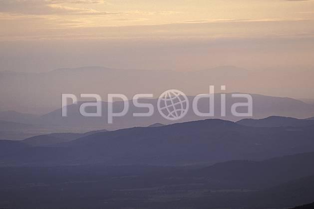 aa2886-02LE : Massif des Maures, Var.  Europe, CEE, brouillard, ciel voilé, évasion, espace, pureté, C02, C01 moyenne montagne, paysage (France).