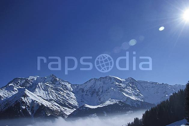aa3122-10LE : Mont Blanc, Aiguille du Goûter, Dômes de Miage, Bionassay, Haute-Savoie, Alpes.  Europe, CEE, chaine de montagnes, brouillard, C02, C01 moyenne montagne, paysage, soleil, Annecy 2018 (France).