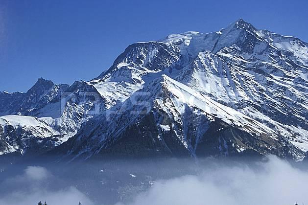 aa3122-11LE : Massif du Mont Blanc, Haute-Savoie, Alpes.  Europe, CEE, brouillard, C02, C01 moyenne montagne, paysage, Annecy 2018 (France).