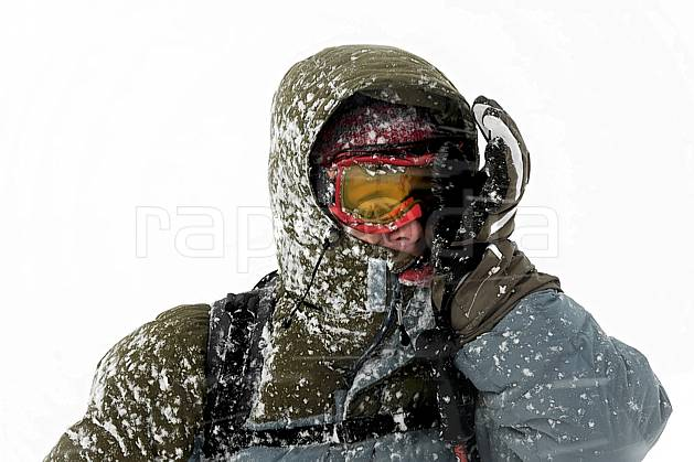 ab053487GE ski dans le mauvais temps, snowshoeing,  on piste skiing,  ski mountaineering,  off piste skiing,  snowboarding, Europe, EEC, sport, leisure, action, randonnée, snowshoeing, mountain sport, ski, bad weather, mask, hurricane, man, people (Norway).