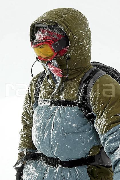 ab053493GE ski dans le mauvais temps, snowshoeing,  on piste skiing,  ski mountaineering,  off piste skiing,  snowboarding, Europe, EEC, sport, leisure, action, randonnée, snowshoeing, mountain sport, ski, bad weather, mask, hurricane, man, people (Norway).
