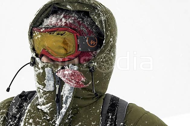 ab053494GE bad weather, snowshoeing,  on piste skiing,  ski mountaineering,  off piste skiing,  snowboarding, Europe, EEC, sport, leisure, action, randonnée, snowshoeing, mountain sport, ski, bad weather, mask, hurricane, man, people (Norway).