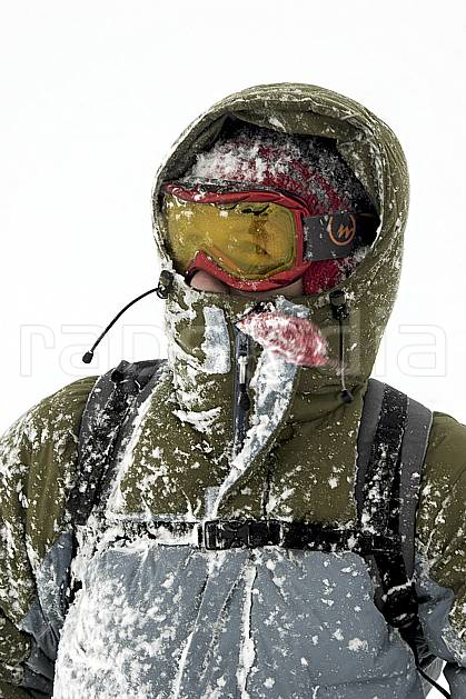 ab053495GE ski dans le mauvais temps, snowshoeing,  on piste skiing,  ski mountaineering,  off piste skiing,  snowboarding, Europe, EEC, sport, leisure, action, randonnée, snowshoeing, mountain sport, ski, bad weather, mask, hurricane, man, people (Norway).