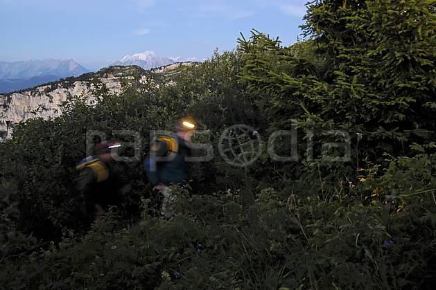 ab055115GE lampe frontale, dents de lanfon, haute-savoie, Europe, EEC, night, light, bivouac, forest, man, middle mountain, landscape, people, portrait, Annecy 2018 (France).
