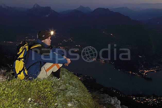 ab055142GE lampe frontale, dents de lanfon, lac d'annecy, haute-savoie, Europe, EEC, night, light, bivouac, man, lake, middle mountain, landscape, people, Annecy 2018 (France).