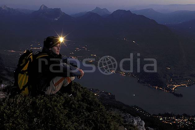 ab055147GE dents de lanfon, lac d'annecy, haute-savoie, alpes, Europe, EEC, night, light, headlamp, bivouac, man, lake, middle mountain, landscape, people, Annecy 2018 (France).