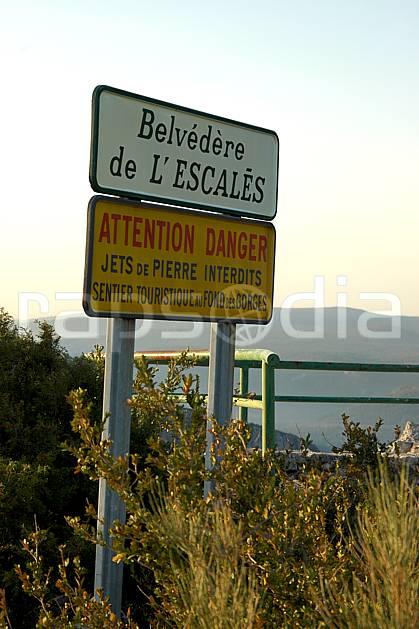 ae042162LE : Belvédère de l'Escalès, Verdon.  Europe, CEE, panneau, signalisation, signalisation, C02, C01 environnement, moyenne montagne (France).