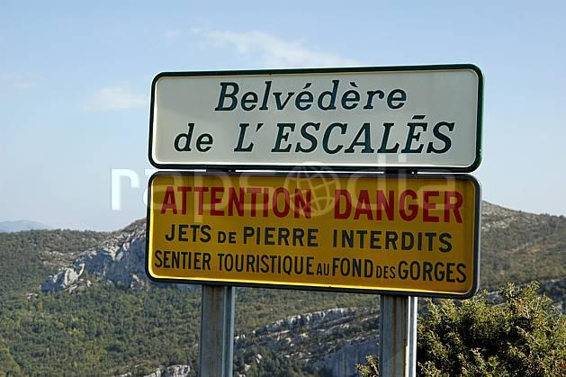 ae042163LE : Belvédère de l'Escalès, Verdon.  Europe, CEE, panneau, signalisation, signalisation, C02, C01 environnement, moyenne montagne (France).