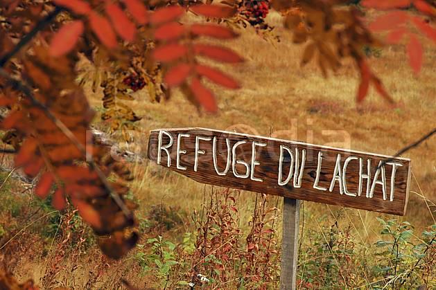 ae042461LE : Beaufortain, Savoie, Alpes. randonnée pédestre Europe, CEE, sport, rando, loisir, action, sport de montagne, panneau, signalisation, signalisation, C02, C01 environnement, flore, gros plan, moyenne montagne (France).