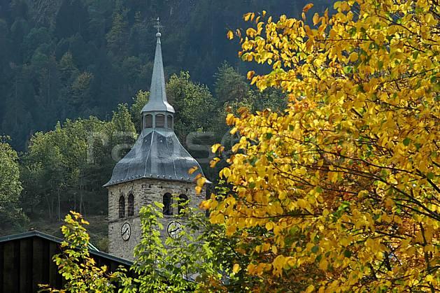 ae042507LE : Beaufort, Savoie, Alpes.  Europe, CEE, église, village, cloche, C02, C01 arbre, environnement, flore, habitation, moyenne montagne, patrimoine, paysage (France).