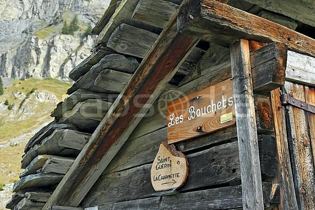 ae042678LE : Les Bouchets, Beaufortain, Savoie, Alpes.  Europe, CEE, cabane, C02, C01 environnement, gros plan, habitation, moyenne montagne, patrimoine (France).