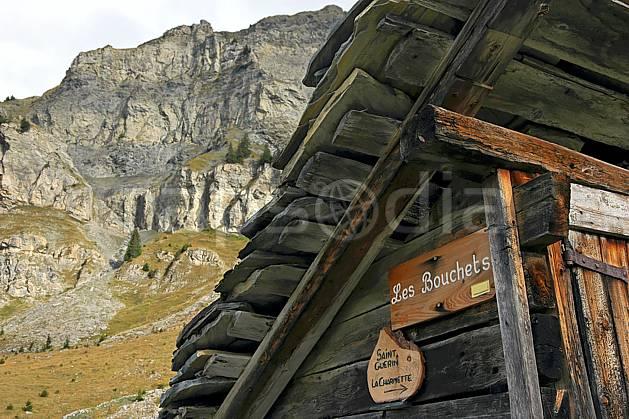 ae042679LE : Les Bouchets, Beaufortain, Savoie, Alpes.  Europe, CEE, cabane, C02, C01 environnement, gros plan, habitation, moyenne montagne, patrimoine (France).