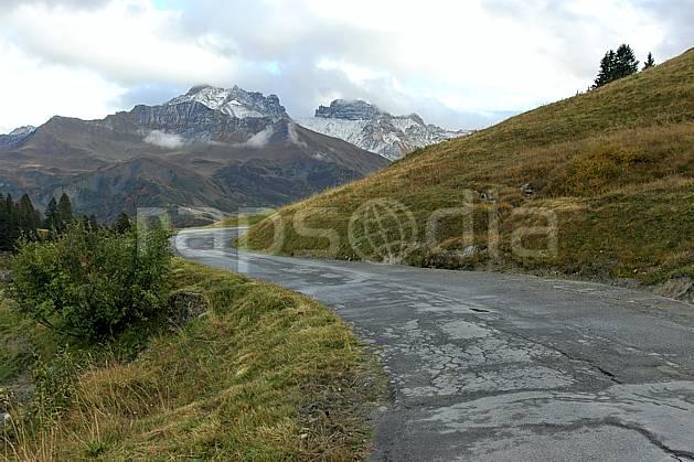 ae042723LE : Beaufortain, Savoie, Alpes.  Europe, CEE, route, C02, C01 environnement, moyenne montagne, paysage, transport (France).