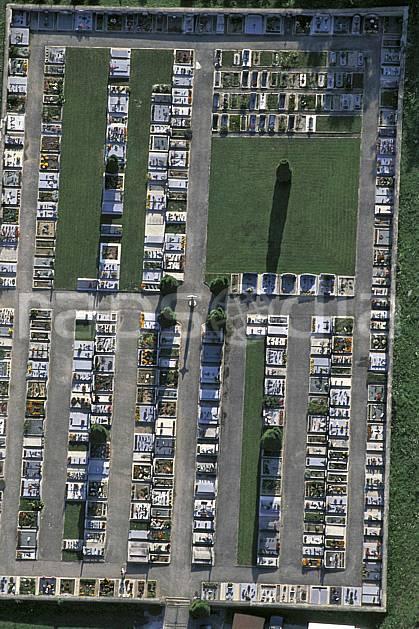 ae0467-19LE : Cimetière.  Europe, CEE, cimetière, vue aérienne, C02, C01 environnement (France).