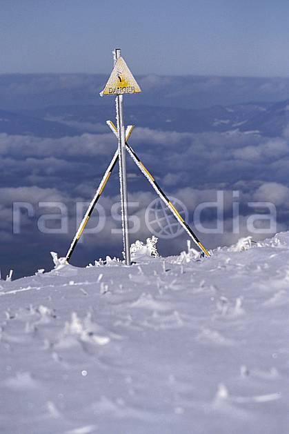 ae0503-06LE : Panneaux.  Europe, CEE, ciel voilé, panneau, C02, C01 environnement, moyenne montagne (France).