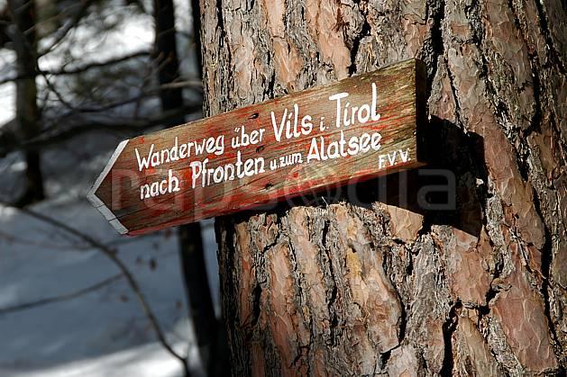 ae050639LE : La Bavière en hiver. raquettes à neige Europe, CEE, sport, loisir, action, randonnée, raquette à neige, sport de montagne, balade, panneau, signalisation, signalisation, C02, C01 environnement, moyenne montagne (Allemagne).