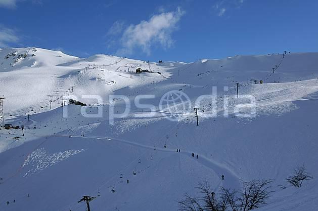 ae054602LE : Cerro Catedral, Bariloche, Patagonie. ski de piste Amérique du sud, Amérique Latine, Amérique, sport, loisir, action, glisse, sport de montagne, sport d'hiver, ski, station de ski, téléski, piste, C02, C01 environnement, moyenne montagne, paysage, voyage aventure (Argentine).