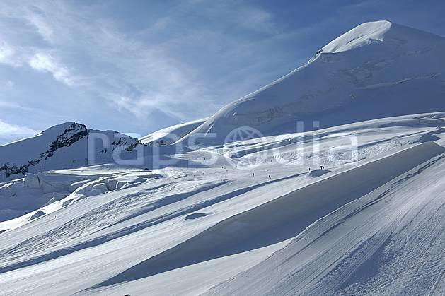 ae055799LE : Glacier de Saas Fee, Alpes.  Europe, piste, station de ski, C02, C01 environnement, moyenne montagne (Suisse).