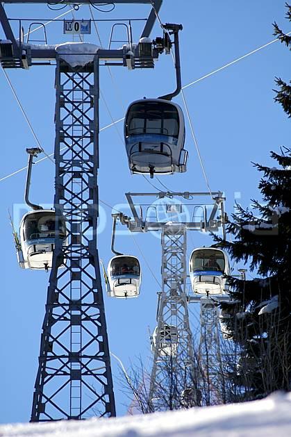 ae060561LE : Remontées mécaniques, Les Contamines, Haute-Savoie, Alpes.  Europe, CEE, télécabine, station de ski, C02, C01 environnement, moyenne montagne, Annecy 2018 (France).
