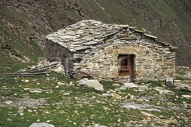 ae0606-22LE : Ferme d'alpage, Grand Paradis, Alpes.  Europe, CEE, C02, C01 environnement, habitation, moyenne montagne, patrimoine (Italie).