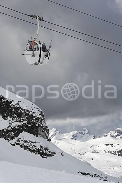 ae061032LE : Flaine, Remontée mécanique, Haute-Savoie, Alpes.  Europe, CEE, station de ski, télécabine, oeuf, mauvais temps, C02, C01 environnement, moyenne montagne, paysage, Annecy 2018 (France).