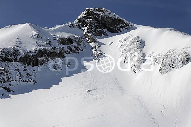 ae061048LE : Impact d'explosif pour déclenchement d'avalanche dans un secteur hors-piste, Avoriaz, Haute-Savoie, Alpes.  Europe, CEE, station de ski, avalanche, sécurité, C02, C01 environnement, moyenne montagne, paysage, Annecy 2018 (France).