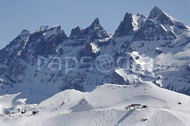 ae061052LE : Avoriaz, vue sur les Dents du Midi, Haute-Savoie, Alpes.  Europe, CEE, station de ski, téléski, téléski, piste, mur, falaise, C02, C01 environnement, moyenne montagne, paysage, Annecy 2018 (France).