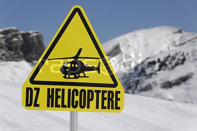 ae061065LE : Signalisation DZ hélicoptère, Avoriaz, Haute-Savoie, Alpes.  Europe, CEE, station de ski, panneau, signalisation, C02, C01 environnement, moyenne montagne, Annecy 2018 (France).