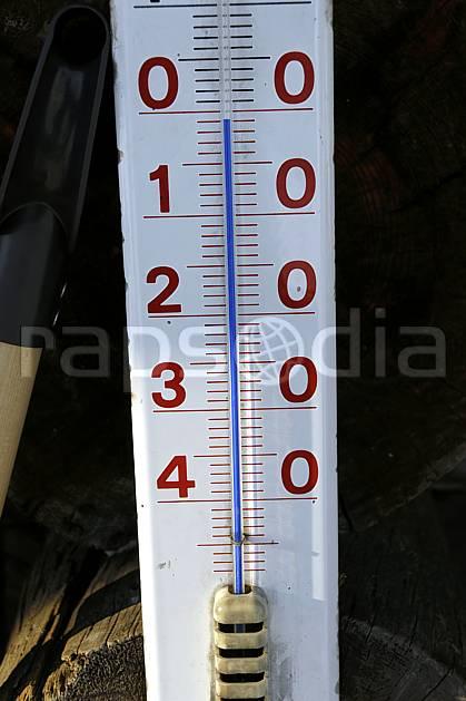 ae061251LE : Thermomètre, -1 degré centigrade.  Europe, CEE, instrument, température, froid, C02, C01 environnement, gros plan, matériel, voyage aventure (Finlande).