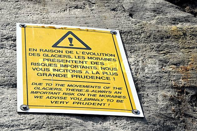ae062778LE : Panneau d'indication danger, Mer de Glace, Chamonix, Haute-Savoie, Alpes.  Europe, CEE, signalisation, C02, C01 environnement, moyenne montagne, Annecy 2018 (France).