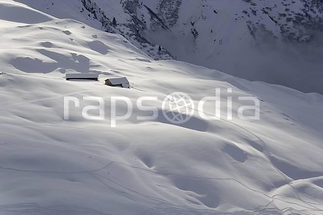 ae070011LE : Col du Joly (Les Contamines), Beaufortain, Alpes.  Europe, CEE, cabane, poudreuse, C02 environnement, habitation, moyenne montagne (France).
