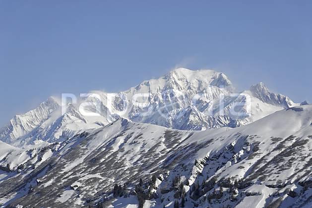ae070017LE : Le Mont Blanc vu depuis Arêches, Beaufortain, Alpes.  Europe, CEE, vent, chaine de montagnes, panorama, C02 environnement, moyenne montagne, paysage (France).
