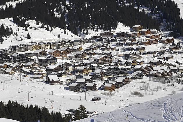 ae070027LE : Les Saisies, Beaufortain, Alpes.  Europe, CEE, station de ski, village, piste de ski, remontées, mécaniques, C02 environnement, habitation, moyenne montagne (France).